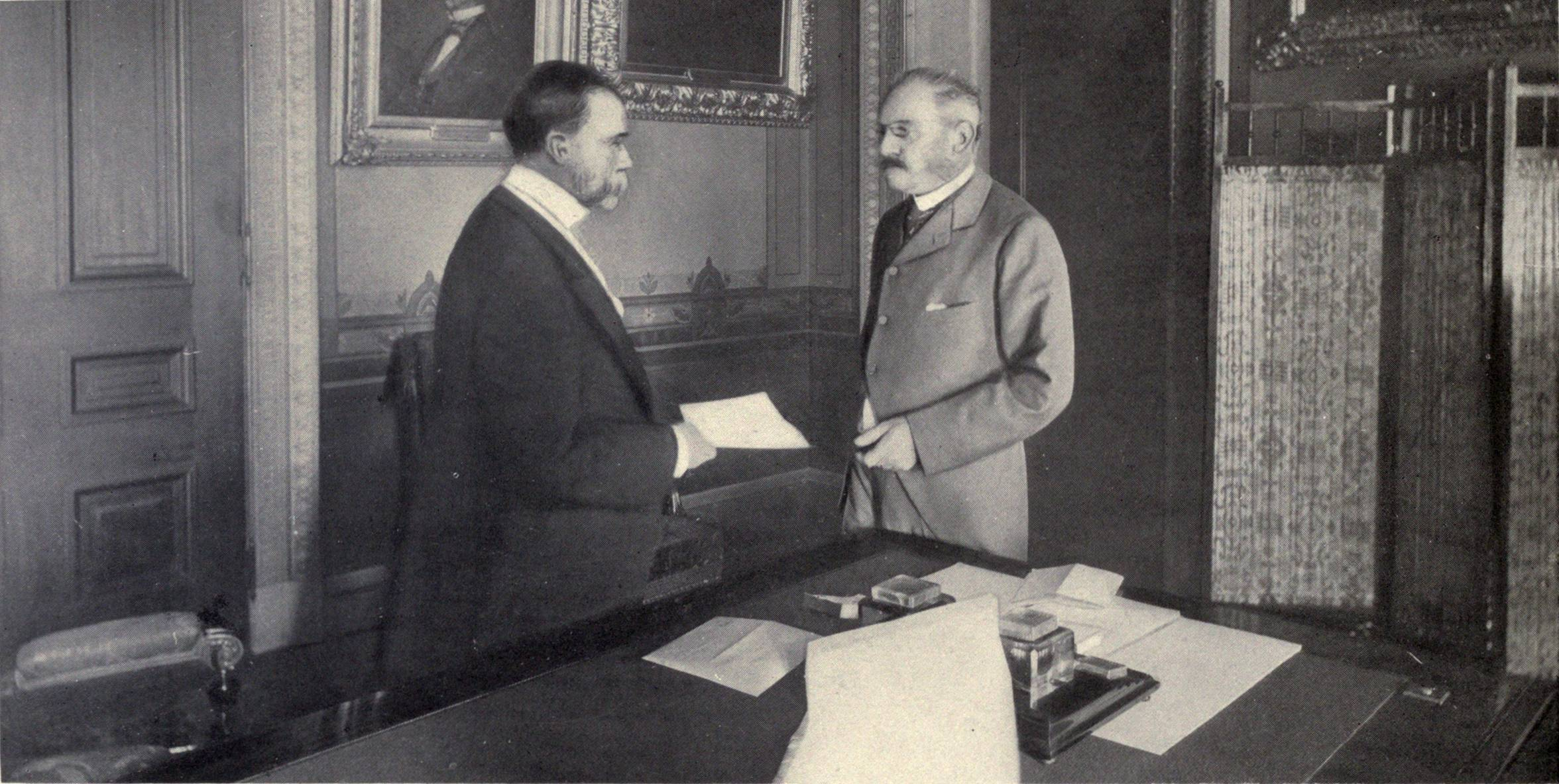 http://upload.wikimedia.org/wikipedia/commons/7/7d/John_Hay_presents_Jules_Cambon_$20M_per_Treaty_of_Paris,_1899.JPG
