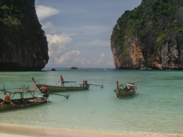 File:Kho Pippi-Maya Beach.jpg