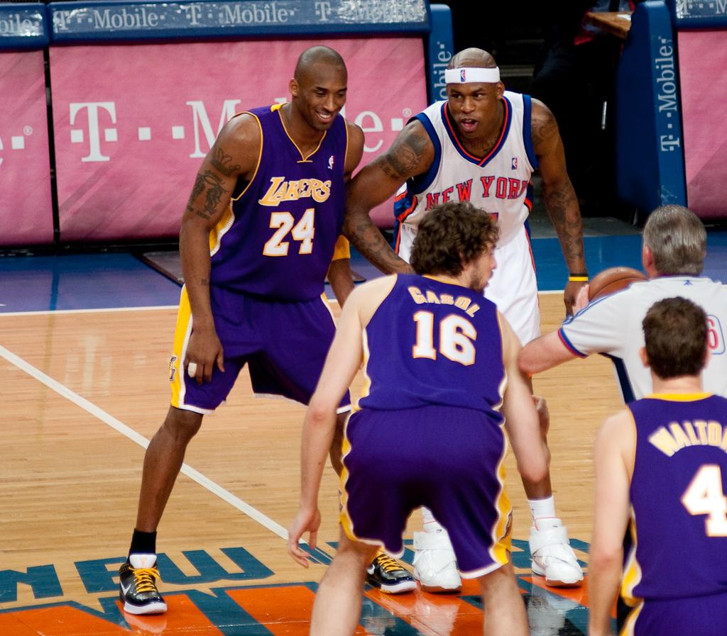File Kobe Bryant and Al Harrington waiting for a jump ball