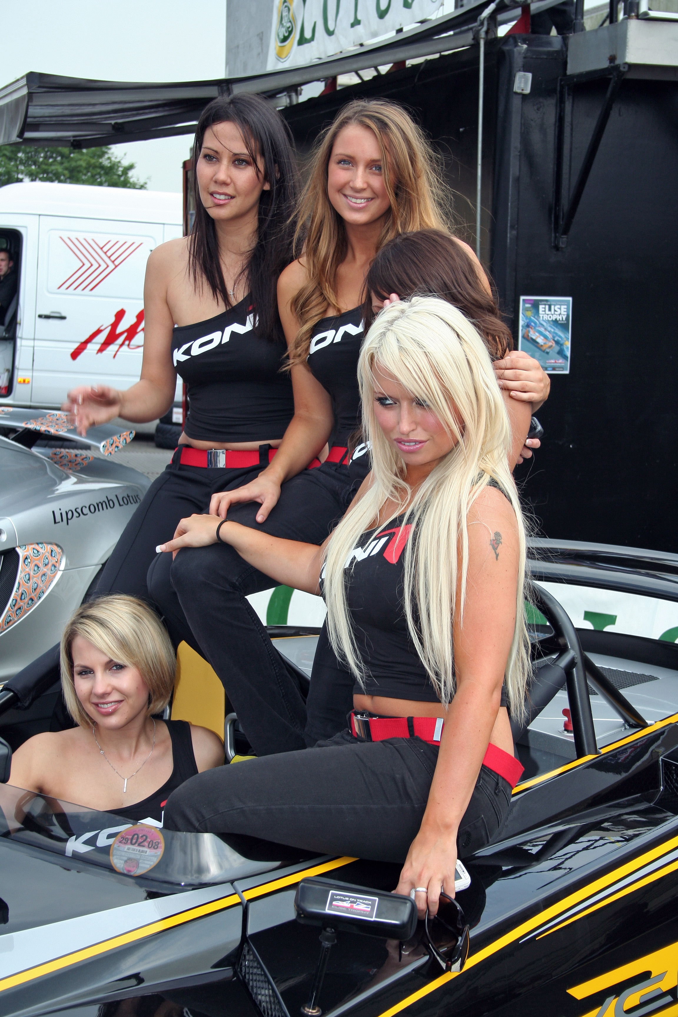 [Image: Koni_Girls_Brands_Hatch_DTM-IMG_0902.jpg]