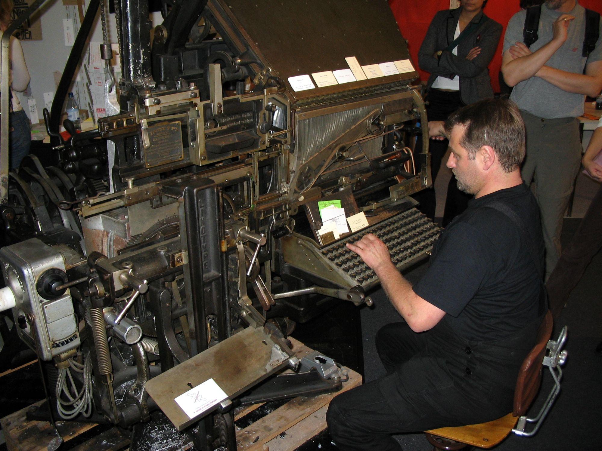 File:Linotype Typesetting Machine jpg - Wikimedia Commons