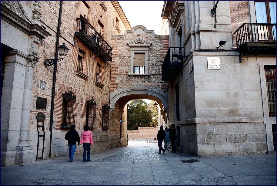 File Madrid Plaza De La Villa A Calle Del Royo 8 12 2006 Jpg