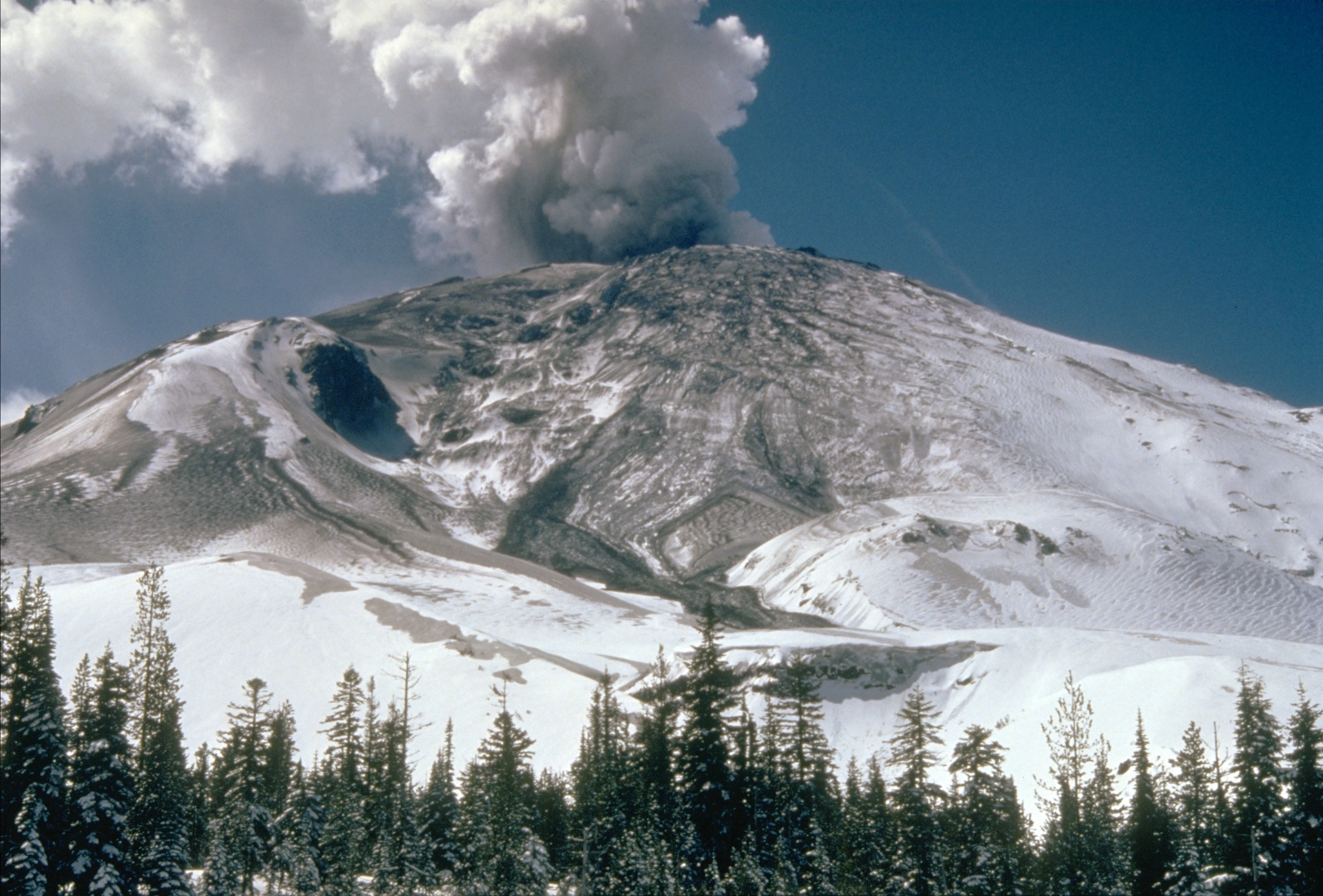 http://upload.wikimedia.org/wikipedia/commons/7/7d/MSH80_early_eruption_st_helens_from_NE_04-10-80.jpg