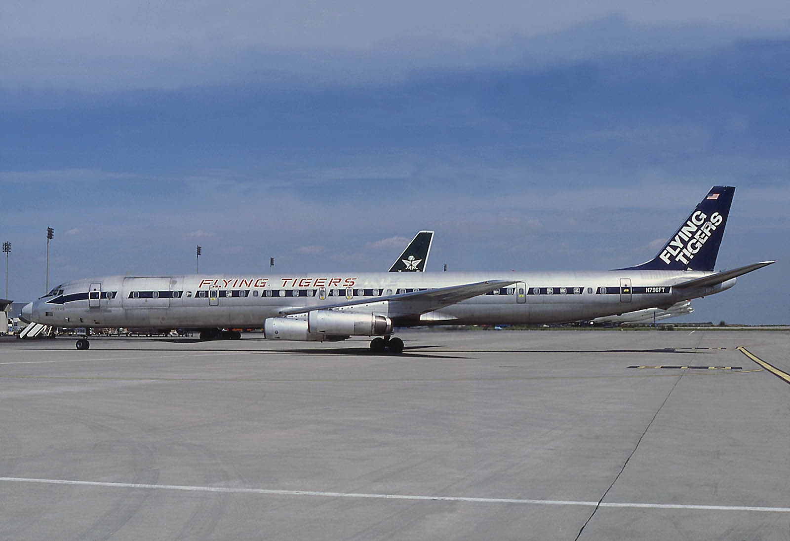 file mcdonnell douglas dc 8 63cf flying tigers wikimedia commons. Black Bedroom Furniture Sets. Home Design Ideas