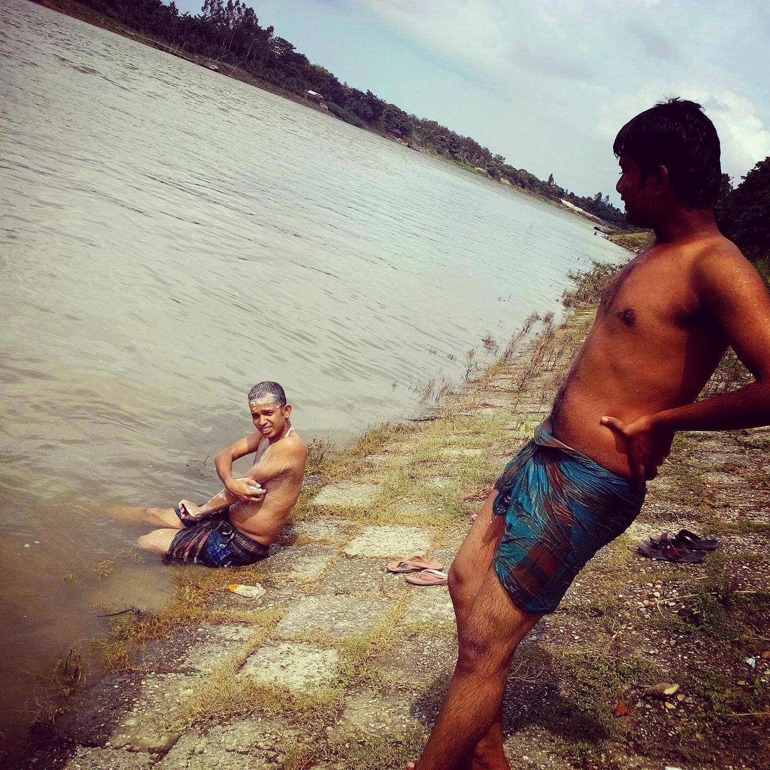 File Men bathing in a river jpg. File Men bathing in a river jpg   Wikimedia Commons