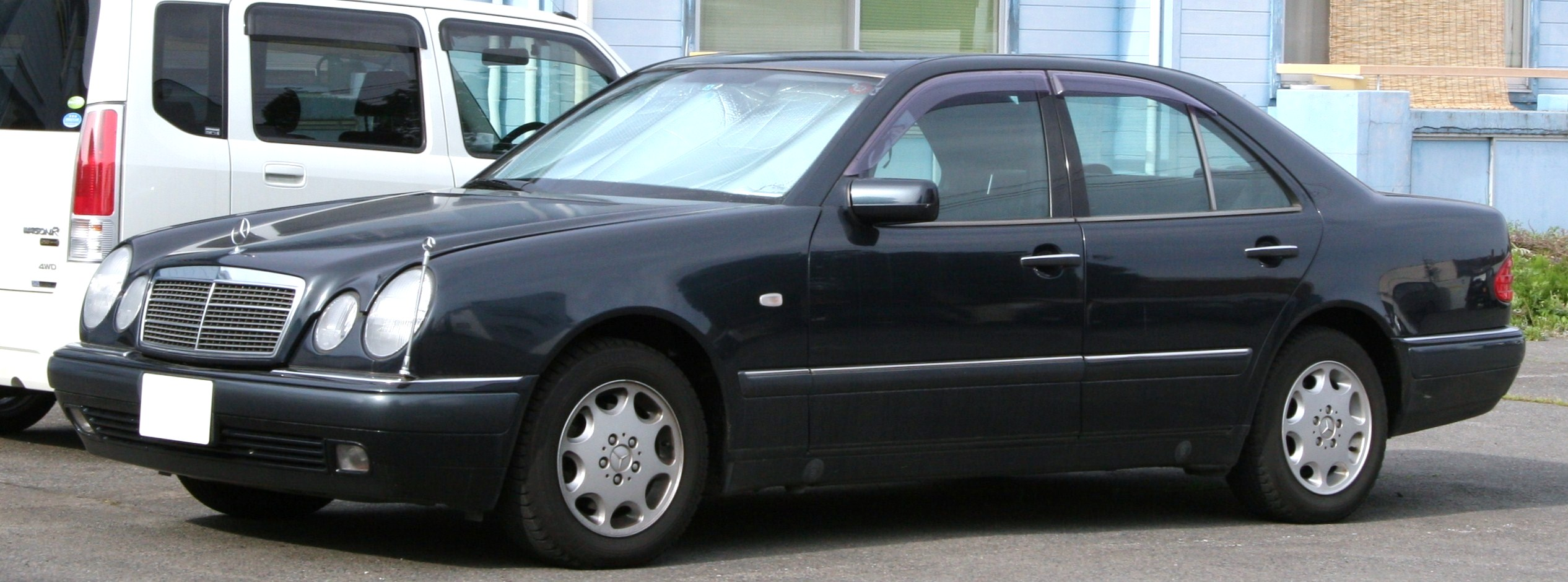 Mercedes-Benz_E230_W210.jpg