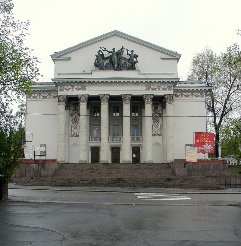 Moscow%2C_Zhuravleva_Square_Theater.jpg