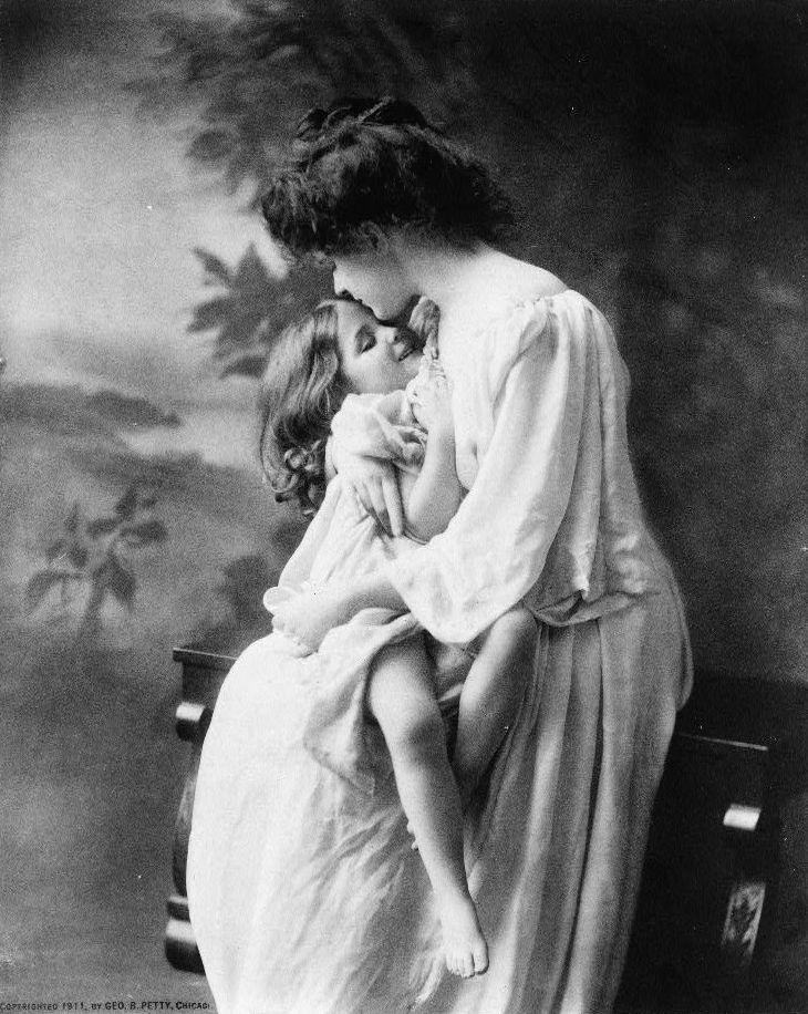Victorian Mothers And Babies In Bed
