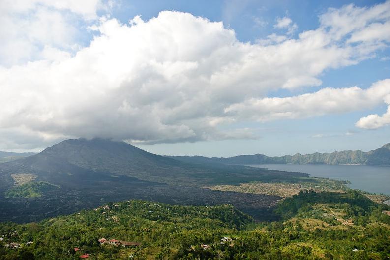 File Mount Batur And Lake Batur Jpg Wikimedia Commons