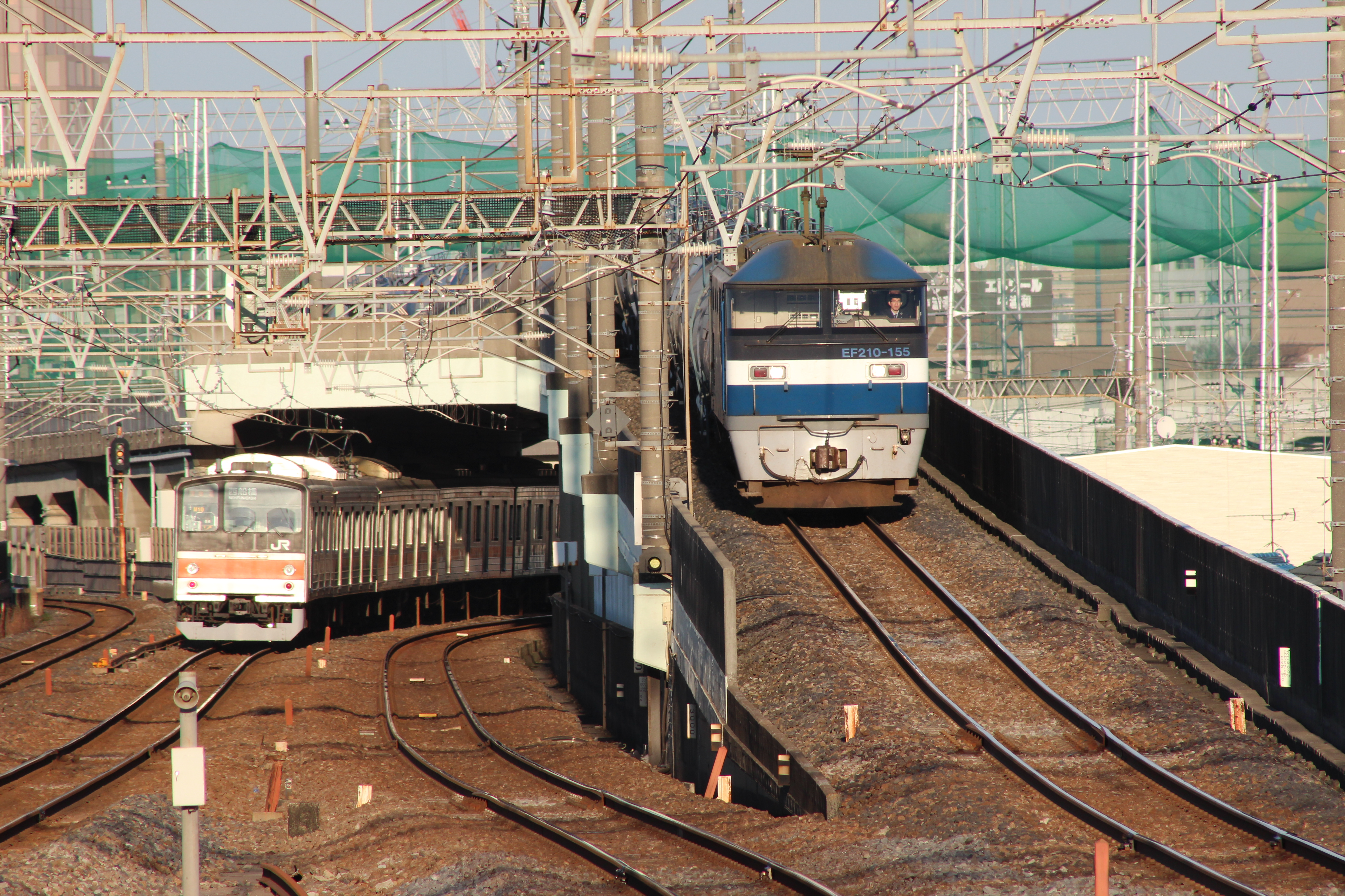 https://upload.wikimedia.org/wikipedia/commons/7/7d/Nishi-Urawa_Station_Junction_20121208.jpg