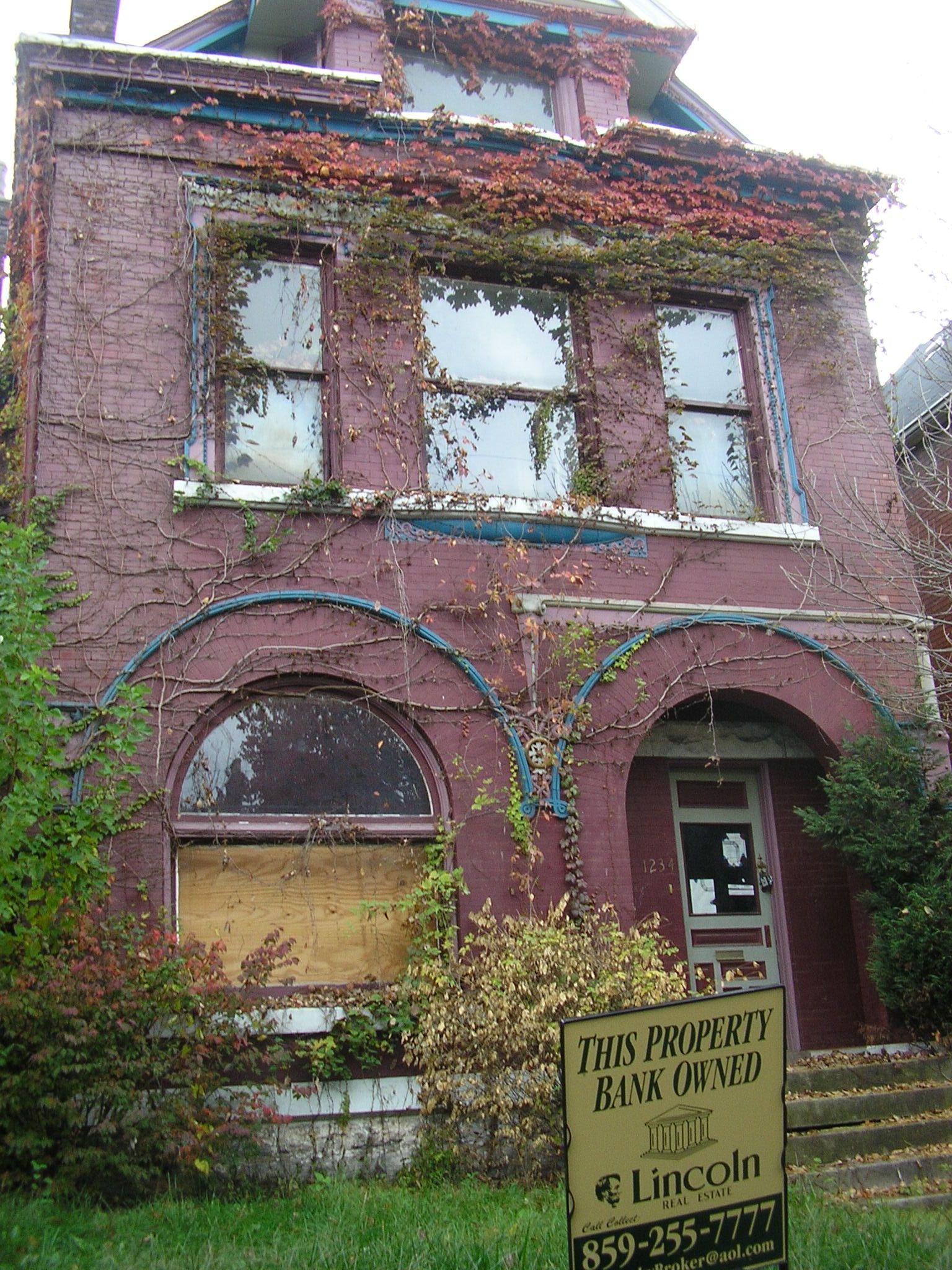 Old Abandoned Mansions for Sale http://commons.wikimedia.org/wiki/File:Old_louisville_abandoned_house.jpg