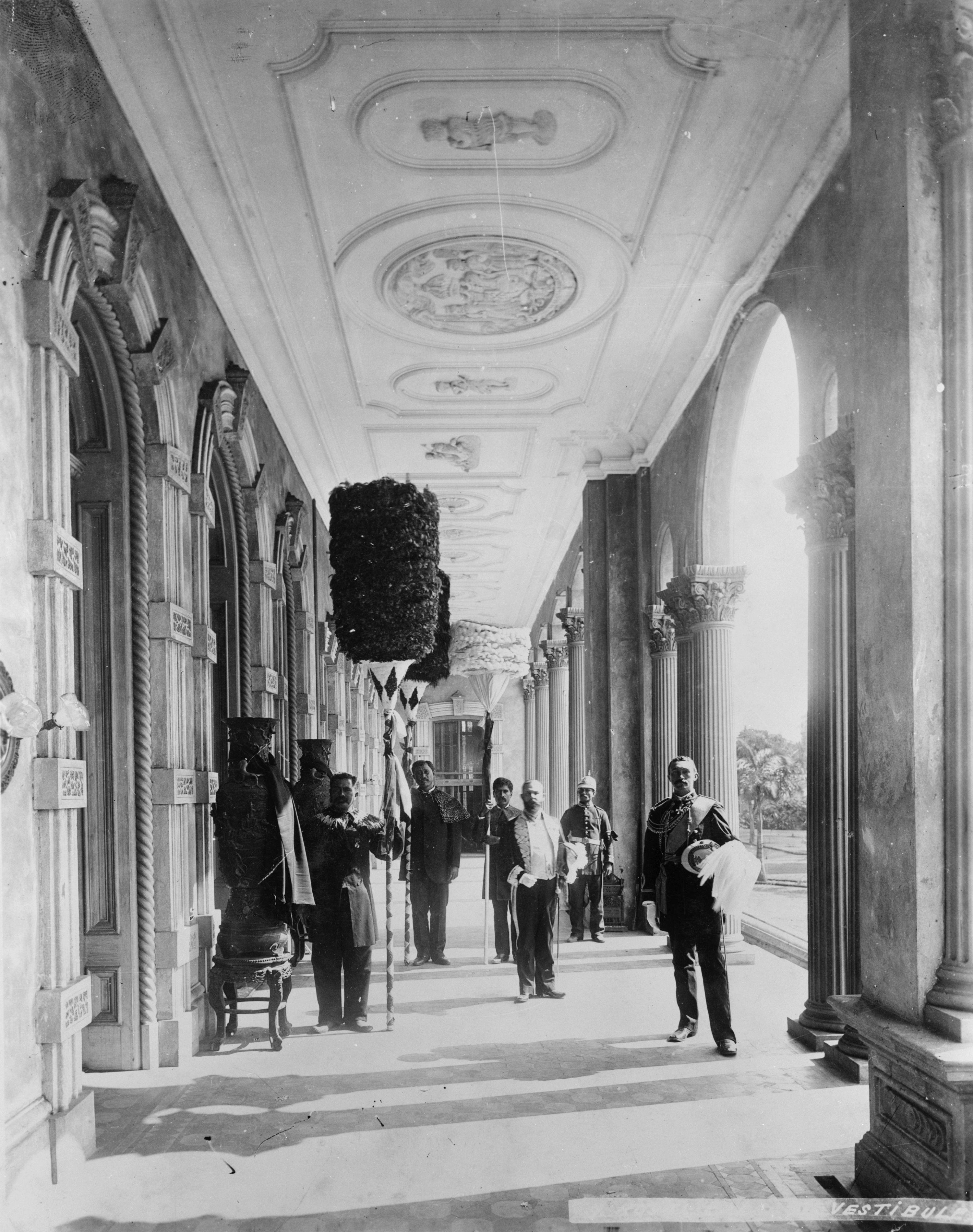 Queen Liliuokalani Palace Inside File:Palace Sta...