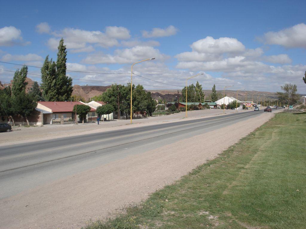 Description Piedra del Aguila - Ruta 237.jpg