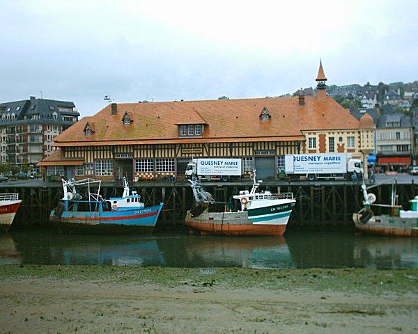 Fichier:Port de Trouville-sur-Mer - Marché aux poissons.jpg