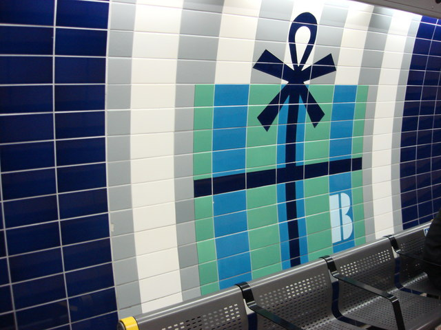 Present motif on Bond Street Jubilee line platforms - geograph.org.uk - 614593