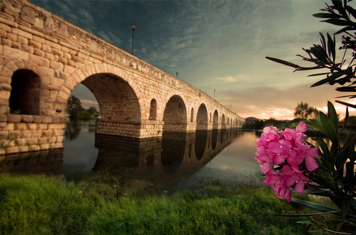 File:Puente romano en mérida.jpg - Wikimedia Commons