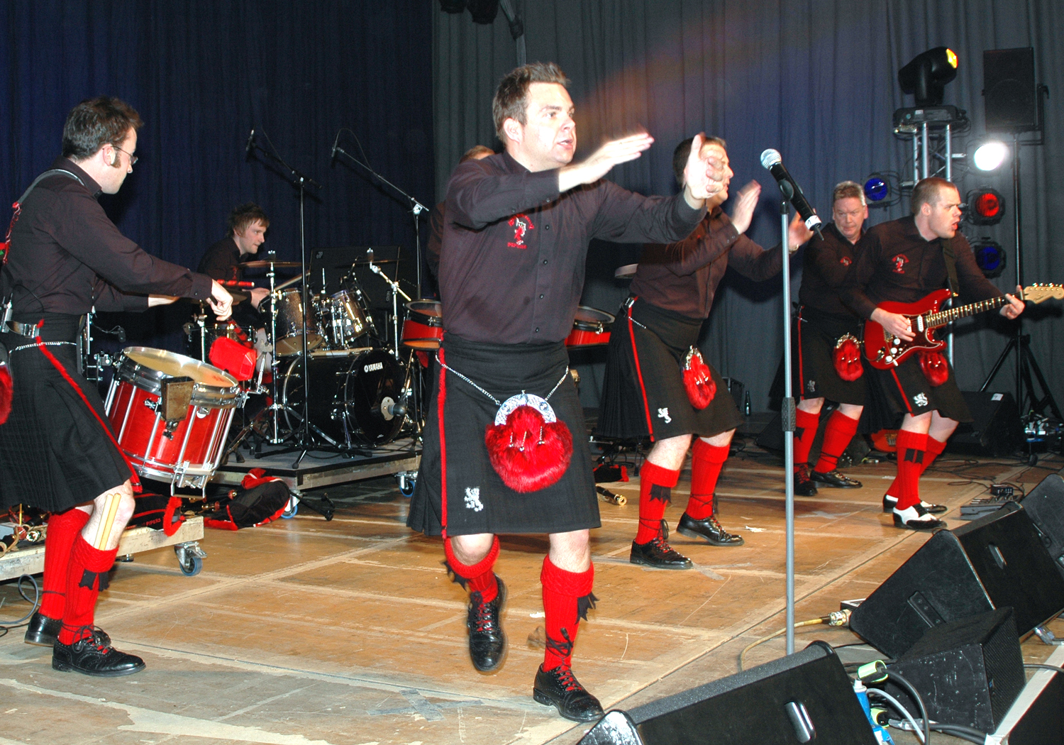 File red hot chilli pipers 2049 jpg wikimedia commons