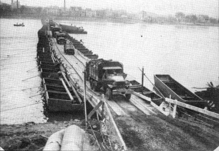 Pontoon bridge built after the collapse of the Ludendorff Bridge