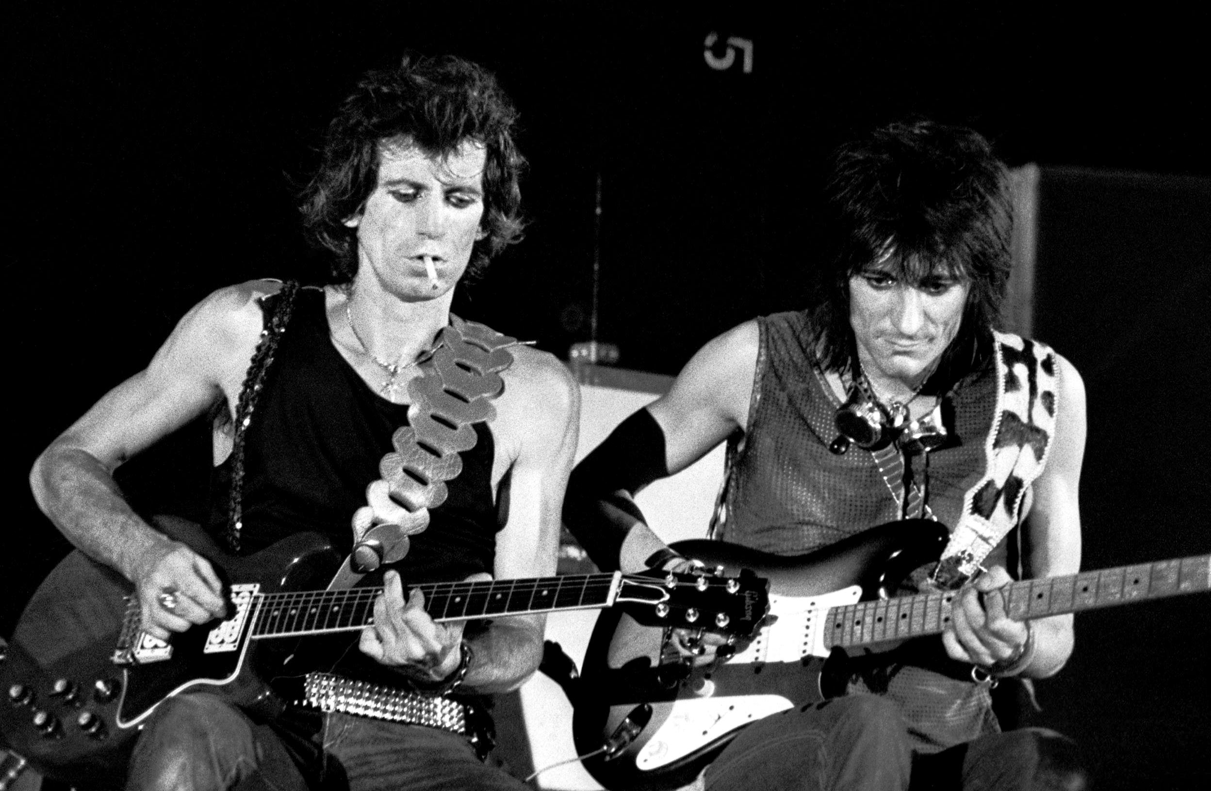 Richards y Wood en un concierto de los Stones en Turín, Italia, 1982.