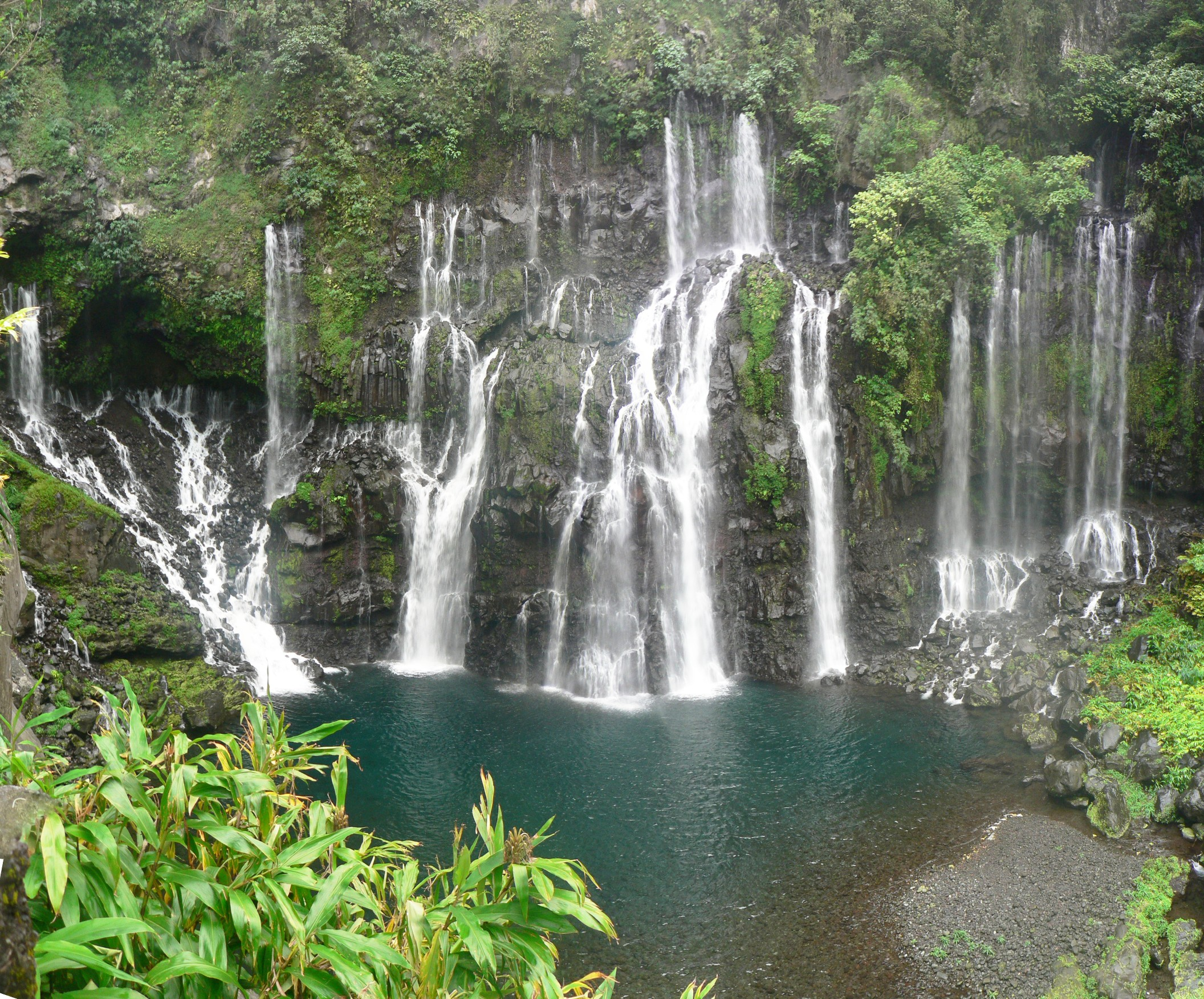 Waterfall in Réunion Island. Photo by Wikimedia Commons.