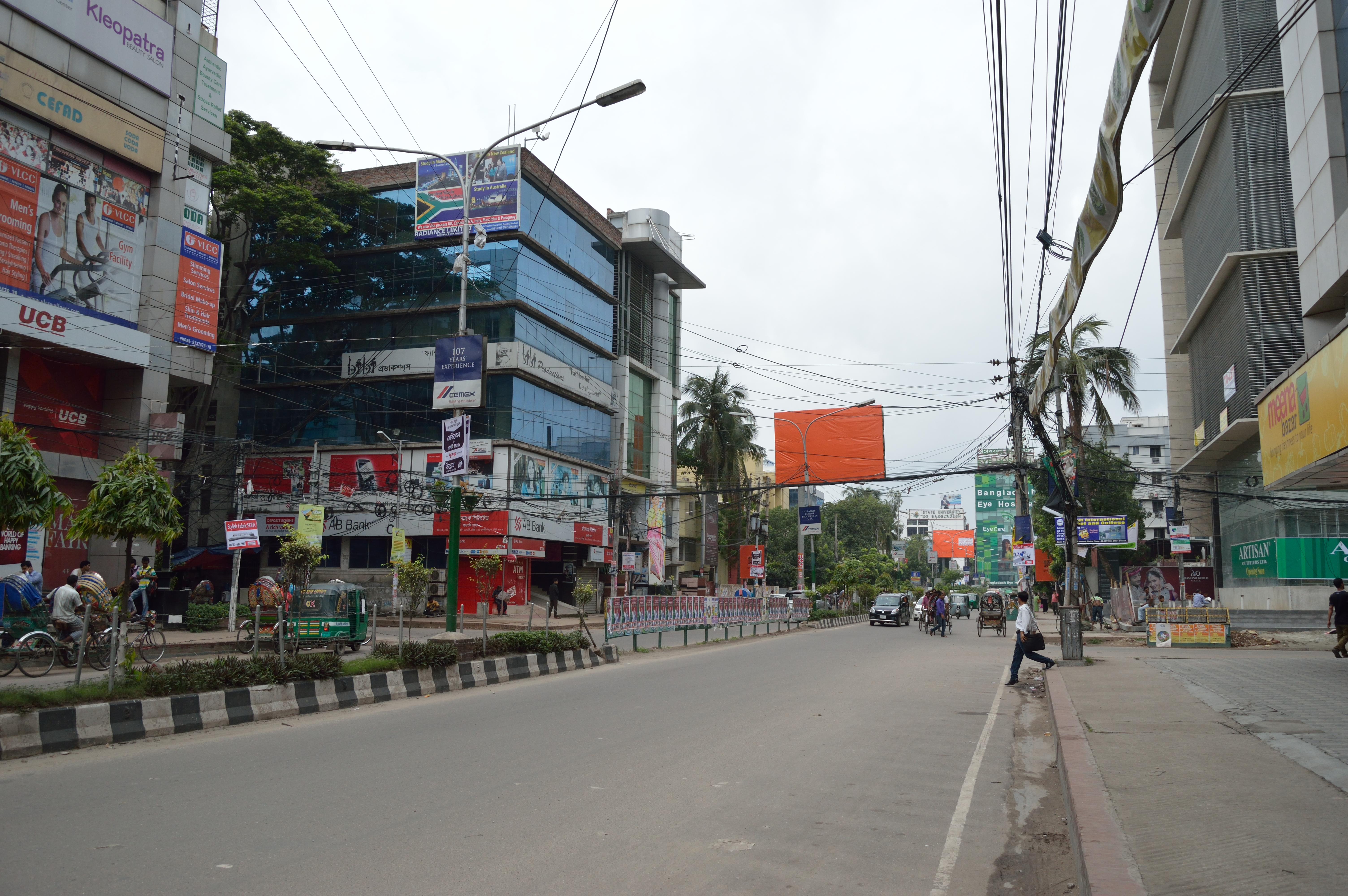 File:Road 16 - Dhanmondi Residential Area - Dhaka 2015-05-30 1446