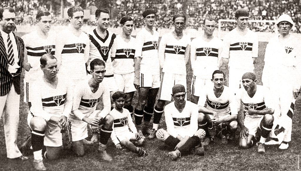 https://upload.wikimedia.org/wikipedia/commons/7/7d/SPFC_squad_-_1930_-_02.jpg