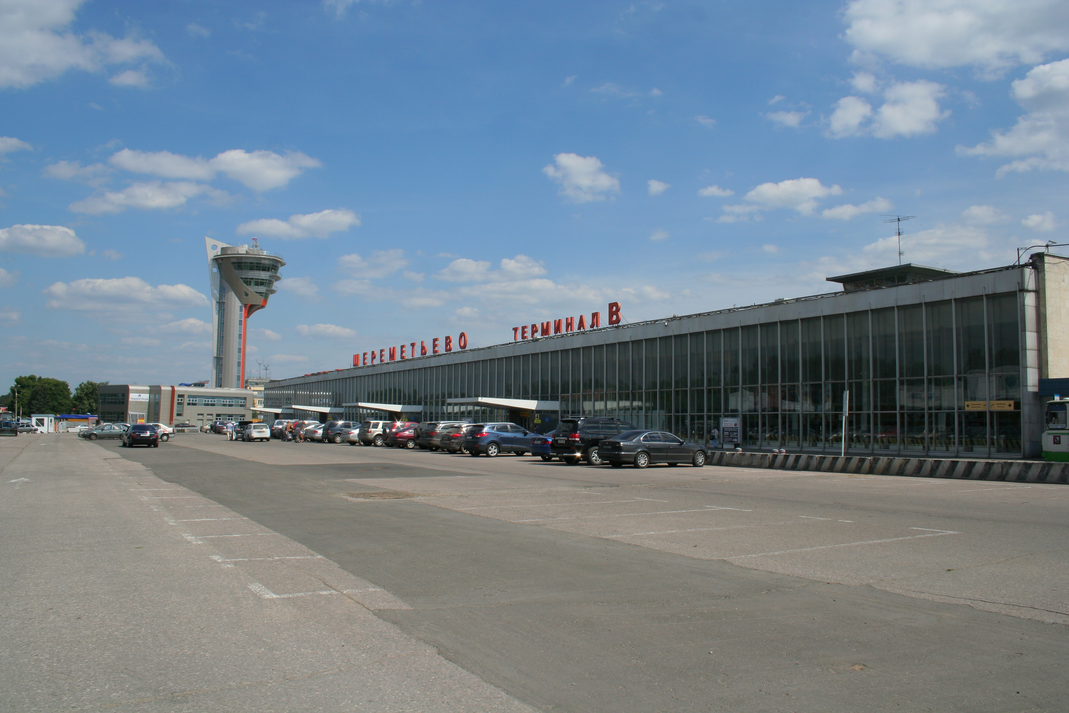 http://upload.wikimedia.org/wikipedia/commons/7/7d/SVO_Terminal_B_building.jpg