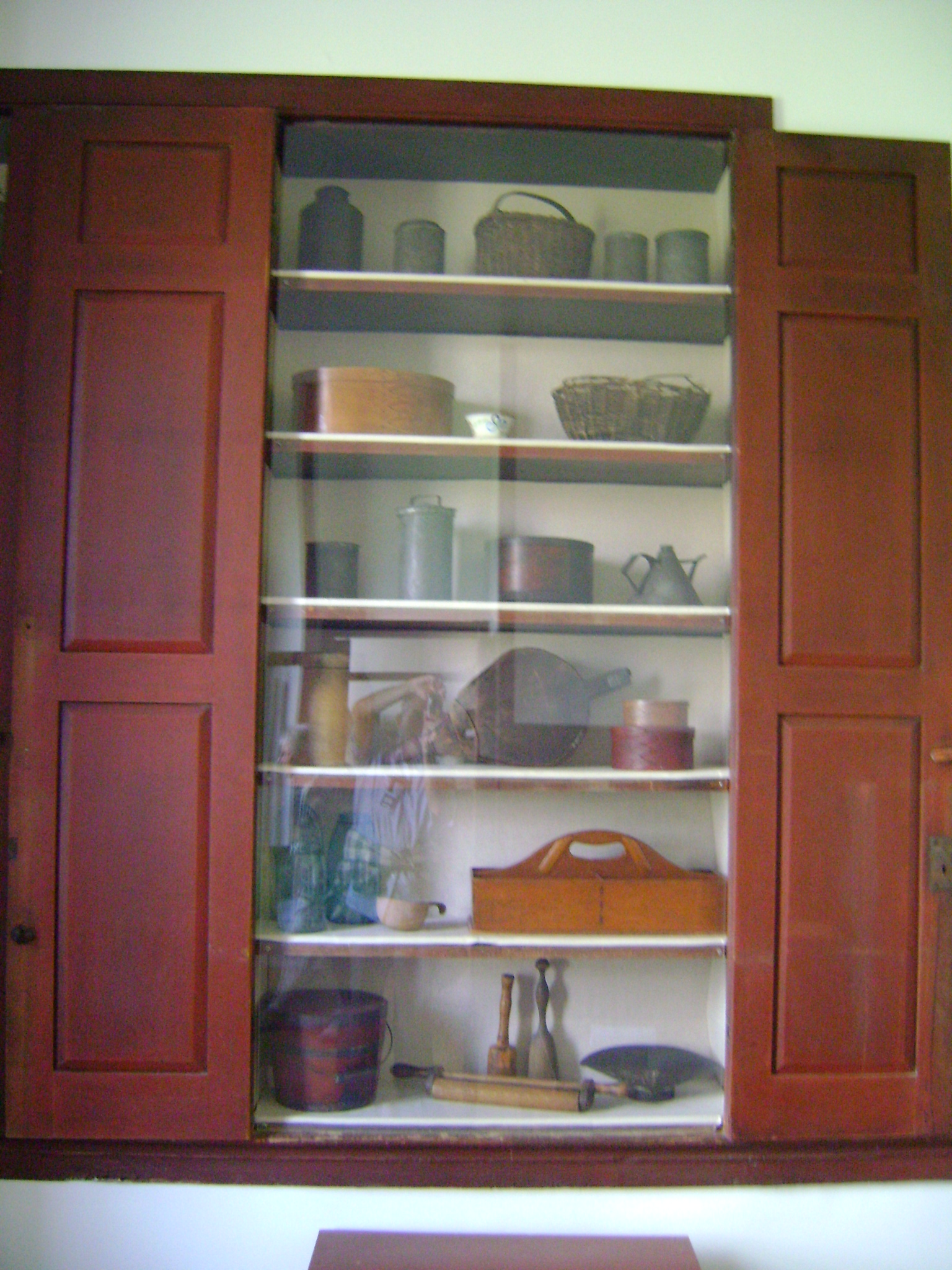 File:Shaker kitchen accessories.JPG - Wikimedia Commons