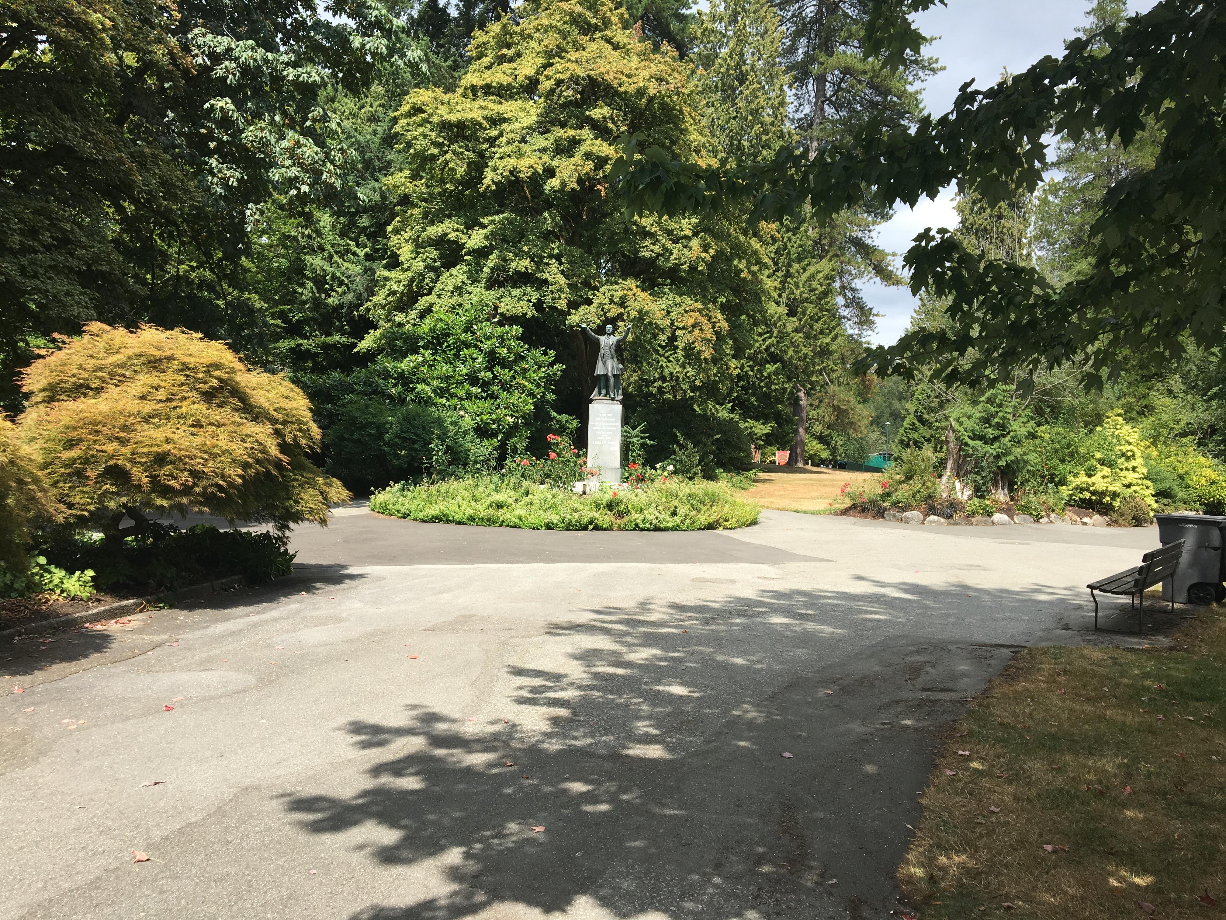 Statue near entrance of Stanley Park, Vancouver.jpg