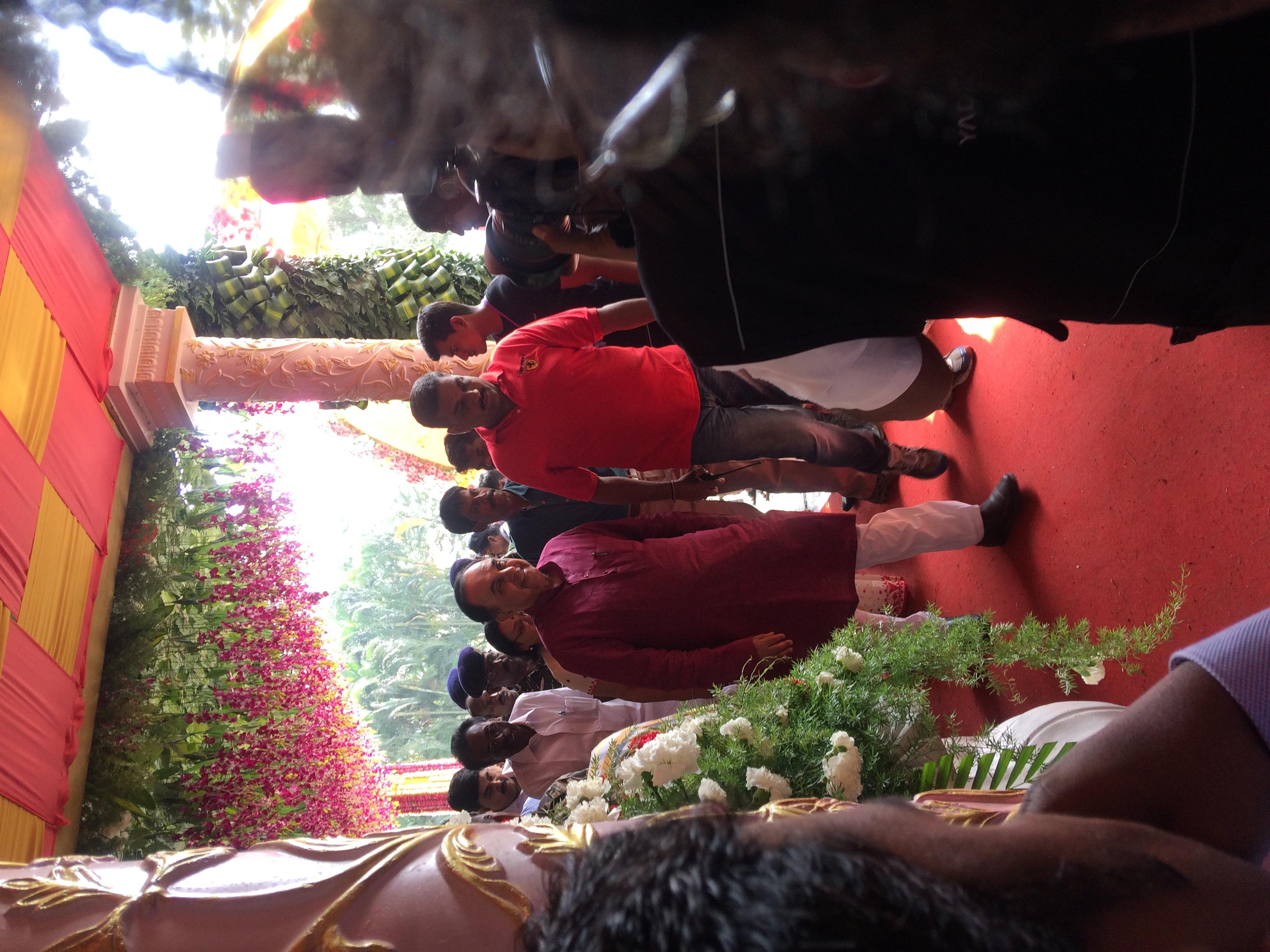 Filesubramanian Swamy Arrival At Saravana Stores Family Wedding