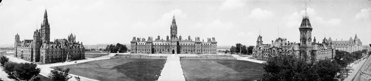 Édifices Parlement du Canada.jpg