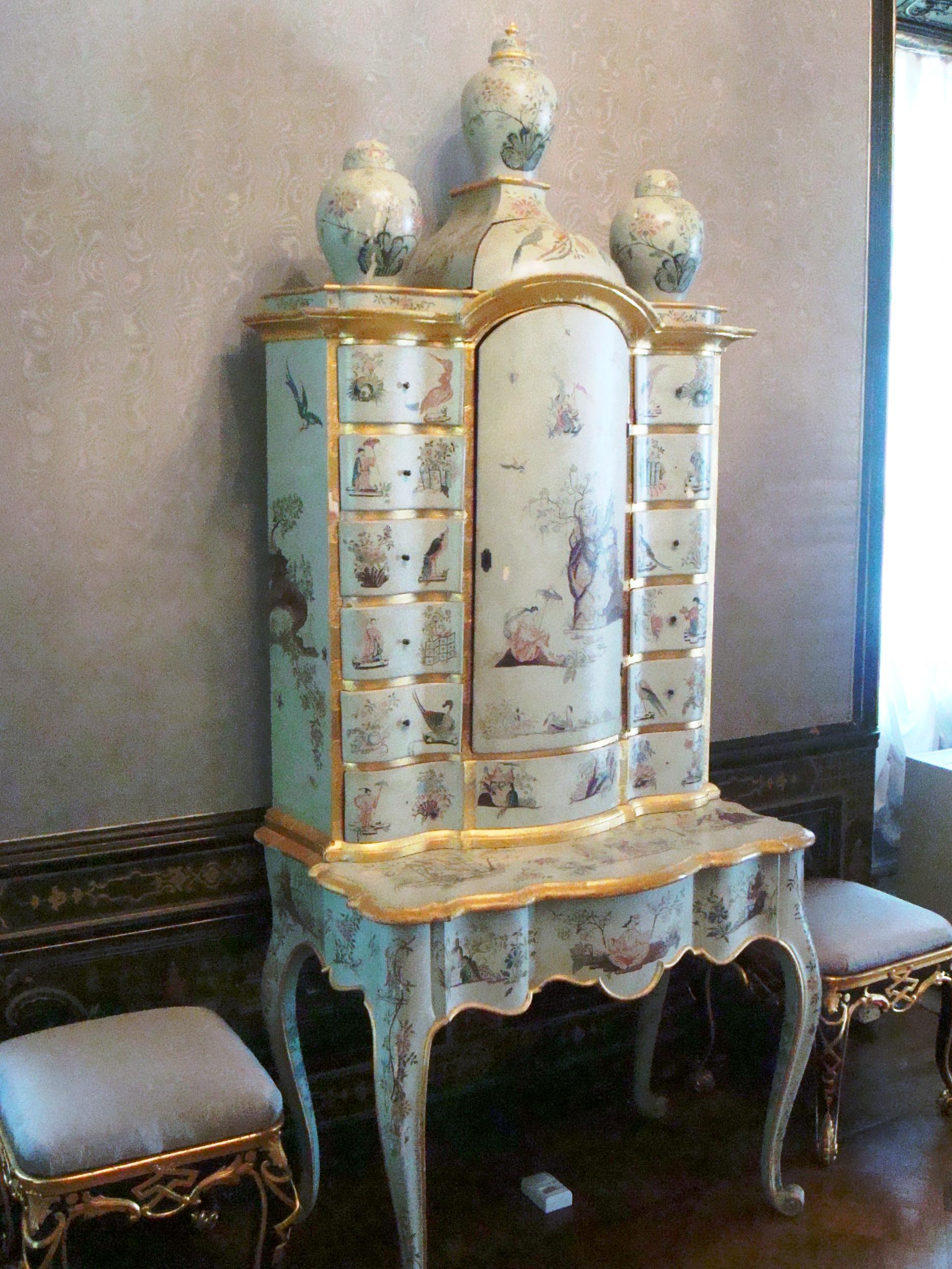 Итальянская мебель и посуда для Вашего дома