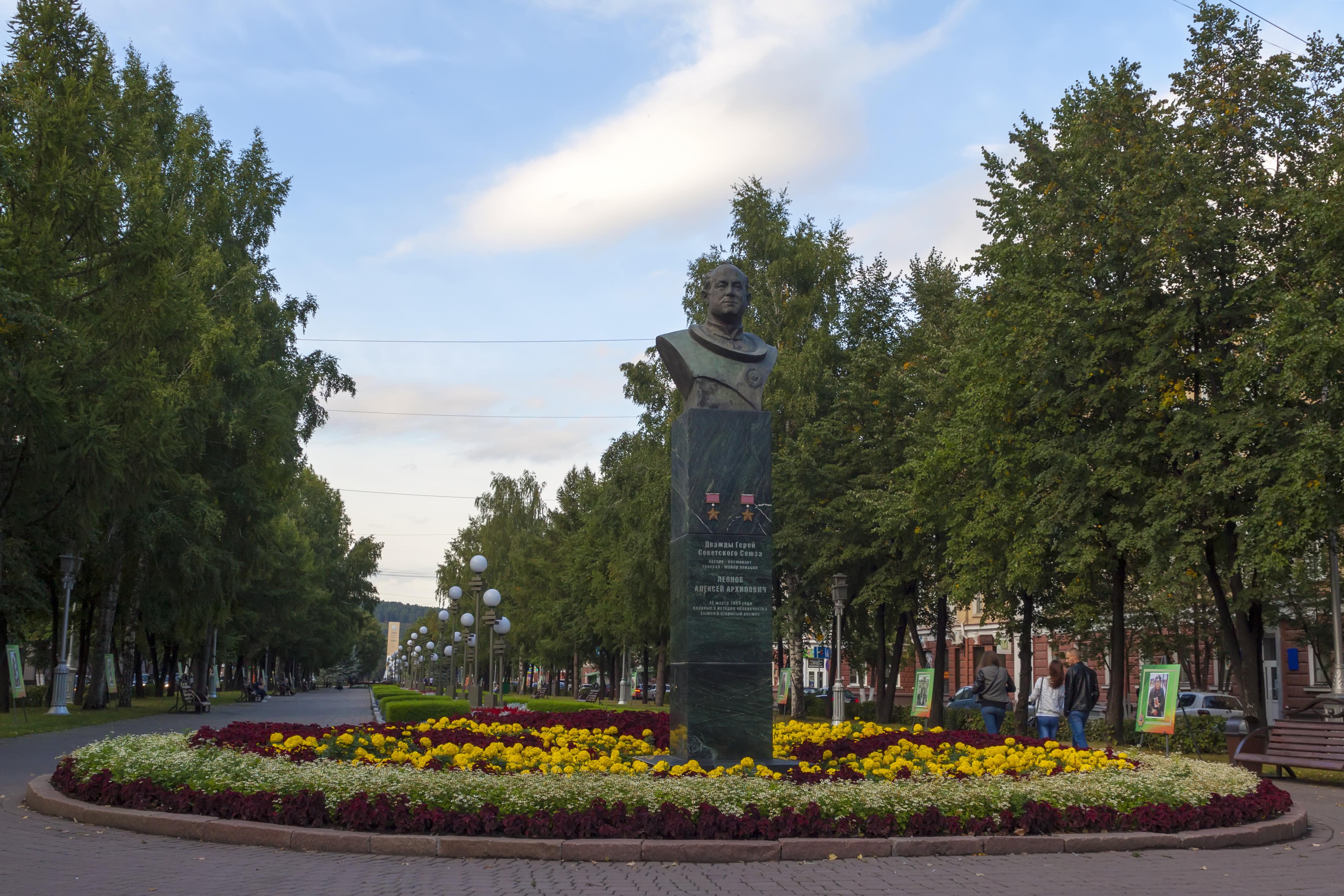 Бюст Леонова 29.08.2016 © Nick Patrin.jpg