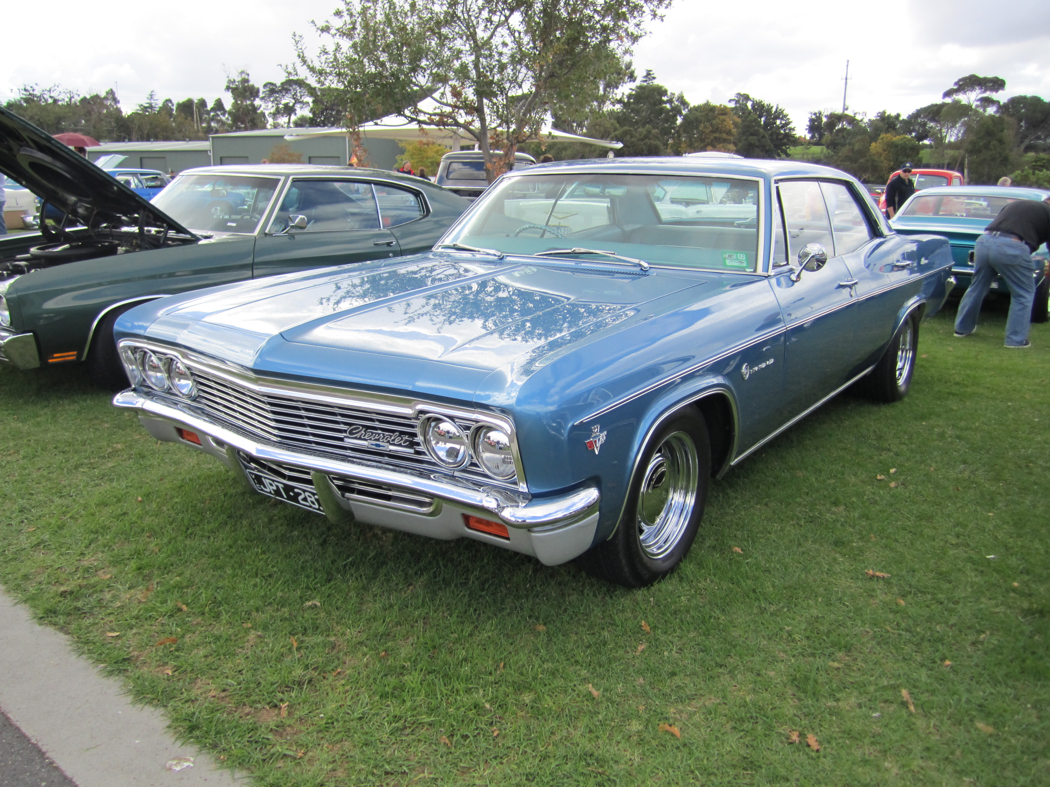 File:1966 Chevrolet Impala 4 door Hardtop.jpg - Wikimedia Commons