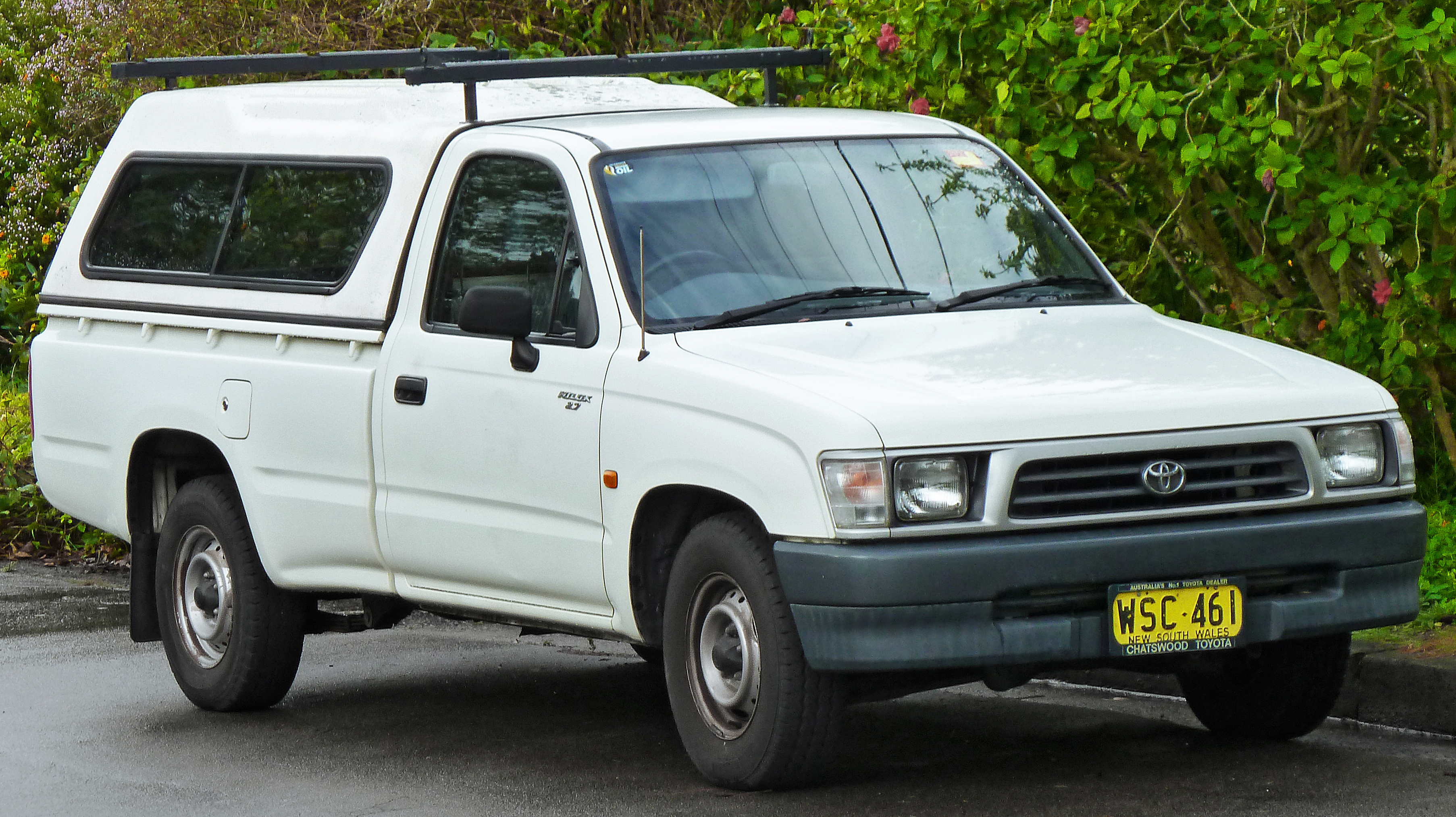 File:1997-2001 Toyota Hilux (RZN149R) 2-door utility (2011-07-17) 01