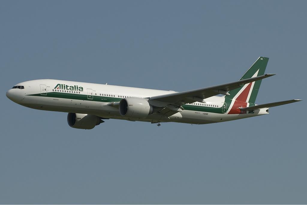 Alitalia Boeing 777-243ER TTT.jpg