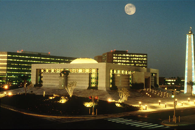 Aramco Headquarters in Dhahran, Saudi Arabia.  Image via Eagleamn [Public domain], via Wikimedia Commons