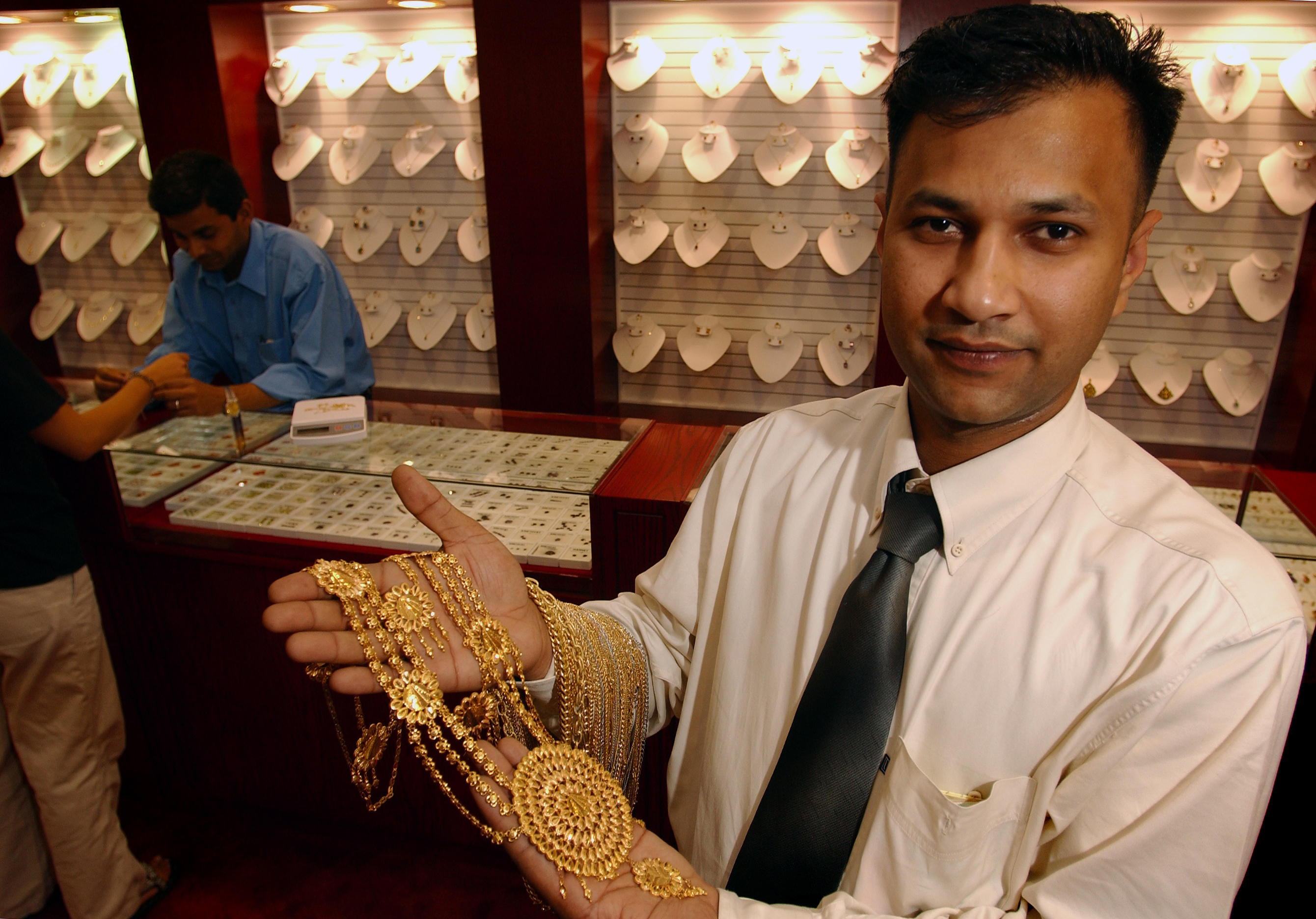 File:Bahrain jeweler.jpg - Wikimedia Commons