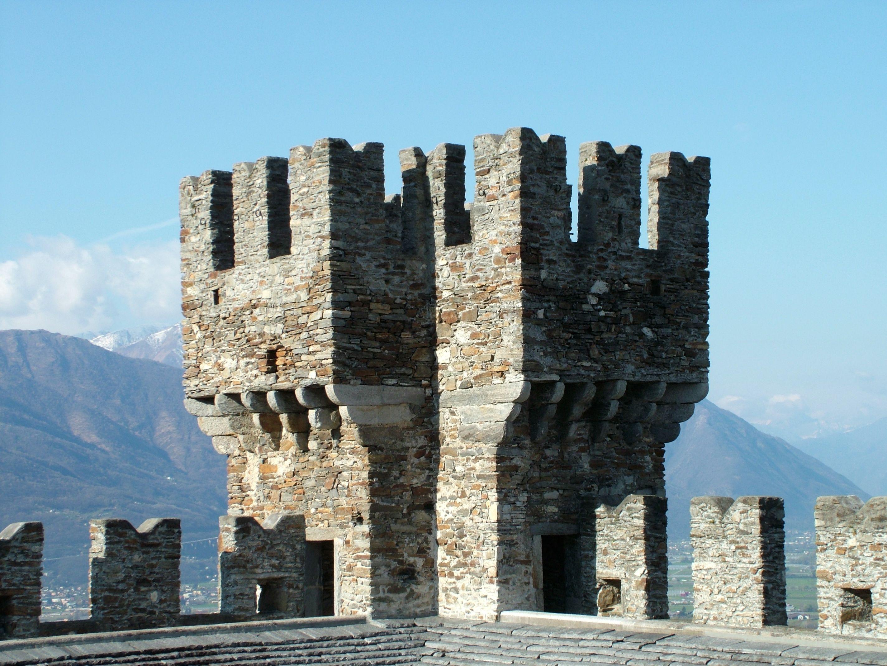 File:Bellinzona Castello di Sasso Corbaro Turm.jpg ...