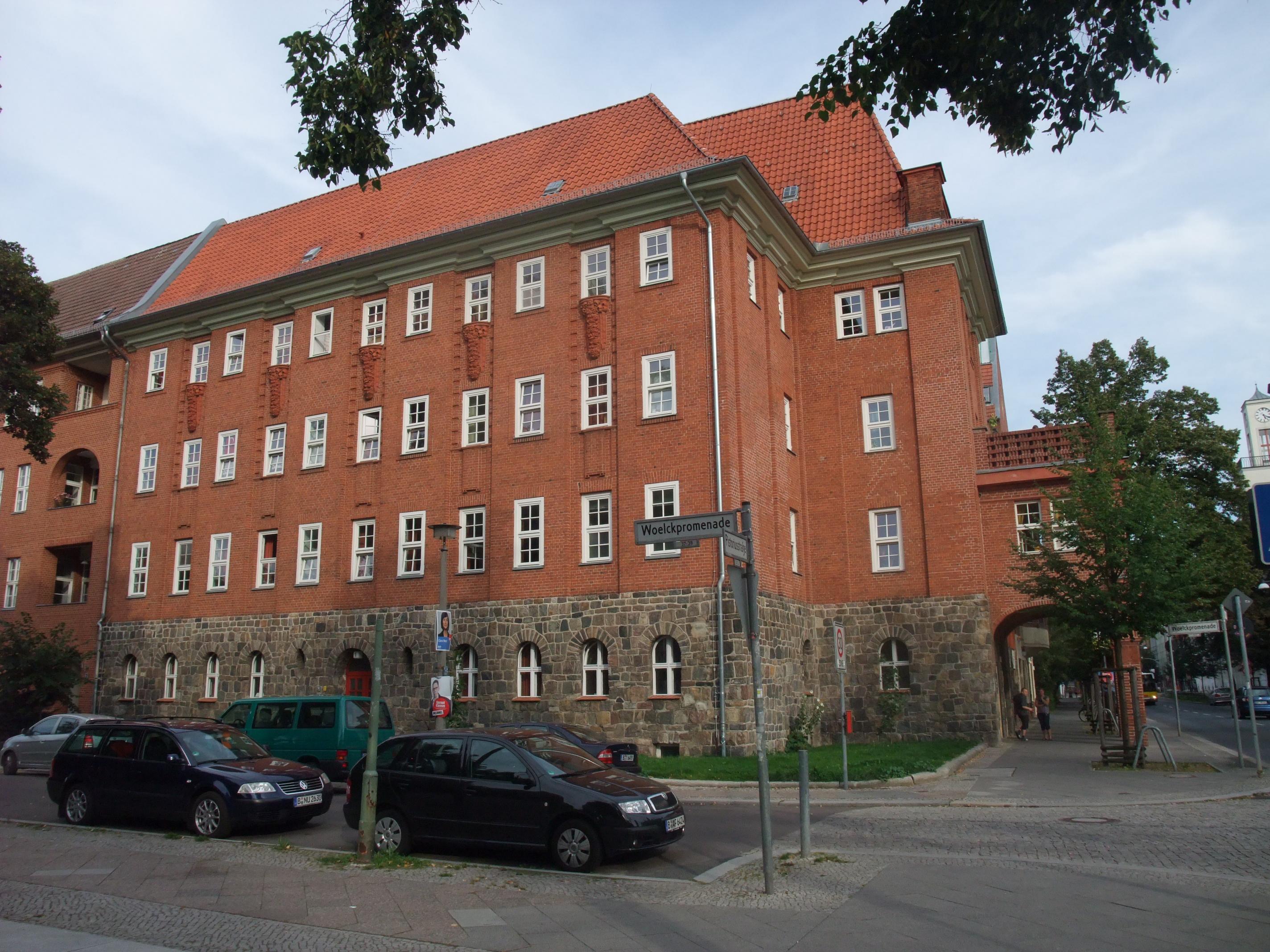 file berlin weissensee pistoriusstrasse 17 ledigenwohnheim view from sw jpg wikimedia commons. Black Bedroom Furniture Sets. Home Design Ideas