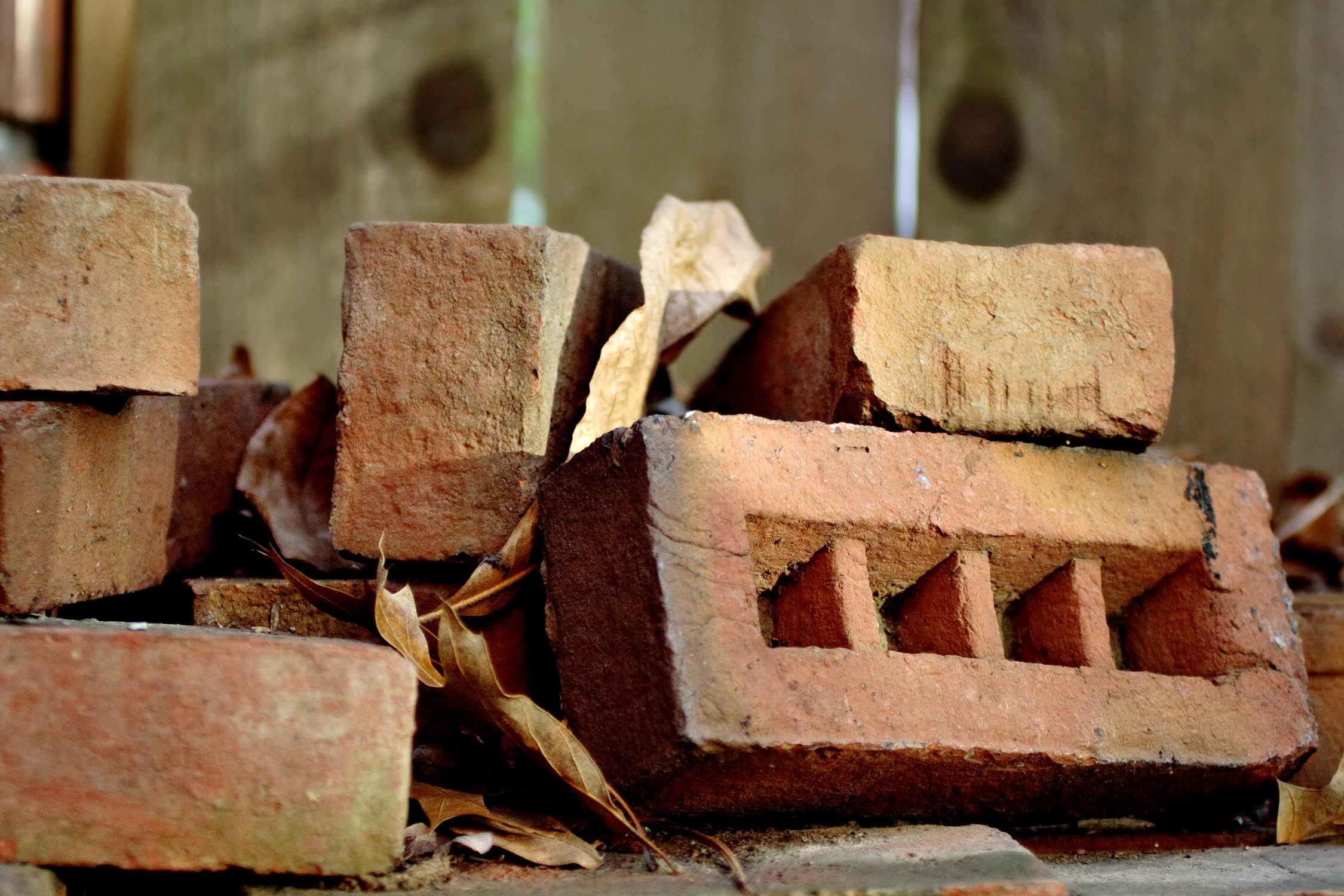 File:Brick pile.jpg - Wikipedia
