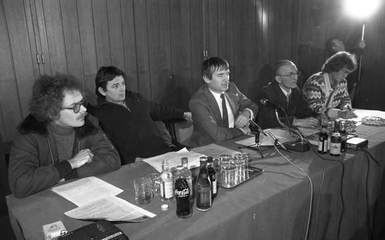 Bundesarchiv B 145 Bild-F065084-0021, Bonn, Pressekonferenz der Grünen, Bundestagswahl.jpg