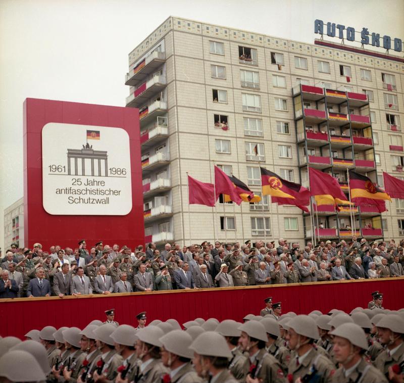 25 Jahre Berliner Mauer - Die Diktatur feiert sich