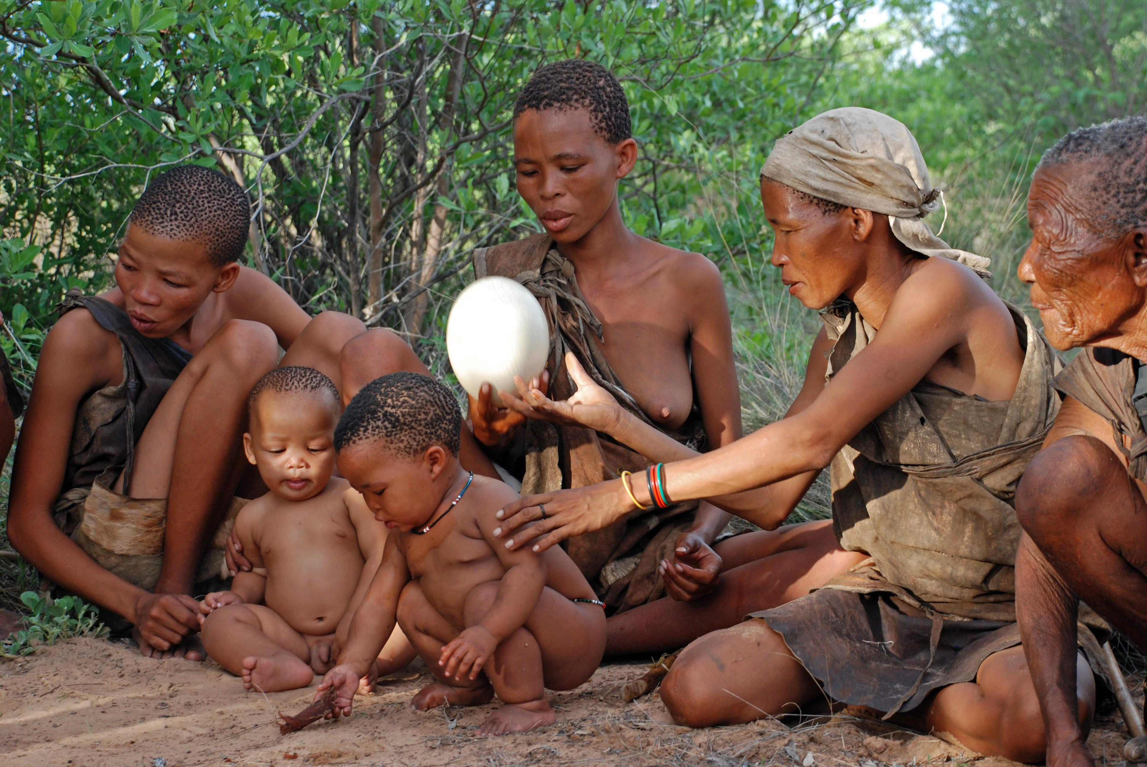 Голие племена