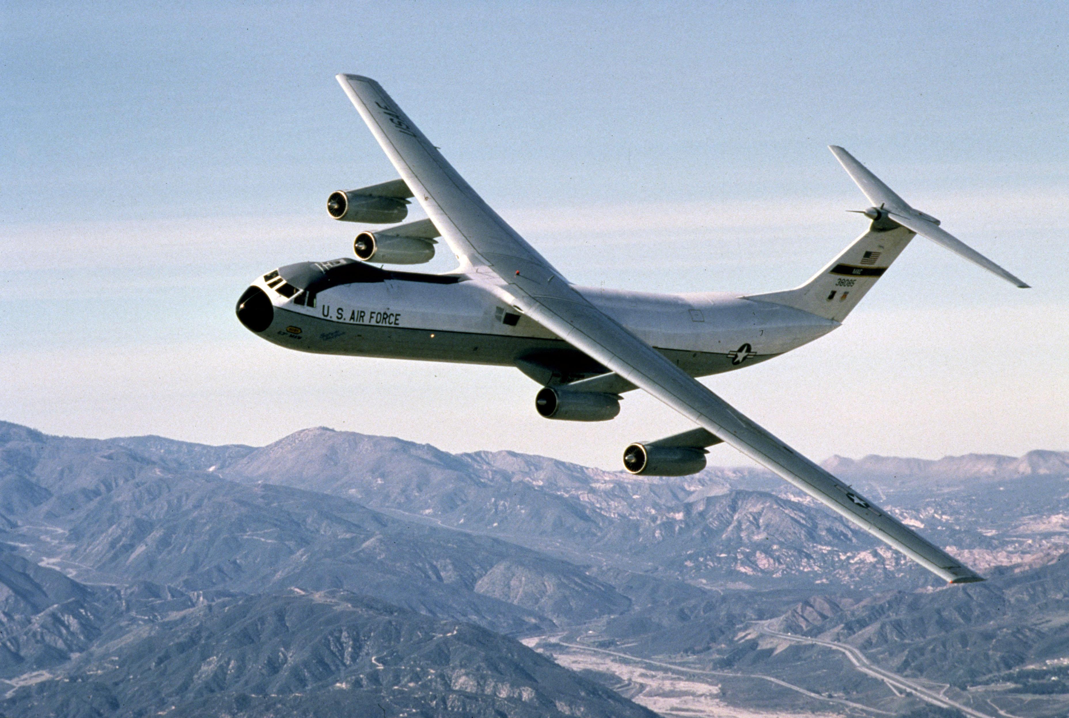 File:C-141 flying.jpg ...
