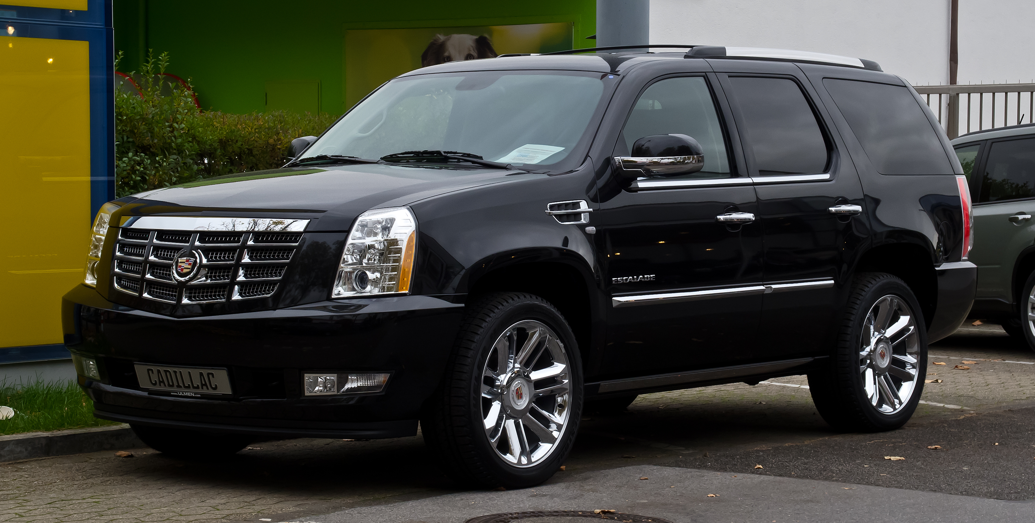 File:Cadillac Escalade 6.2 V8 Platinum (III ...