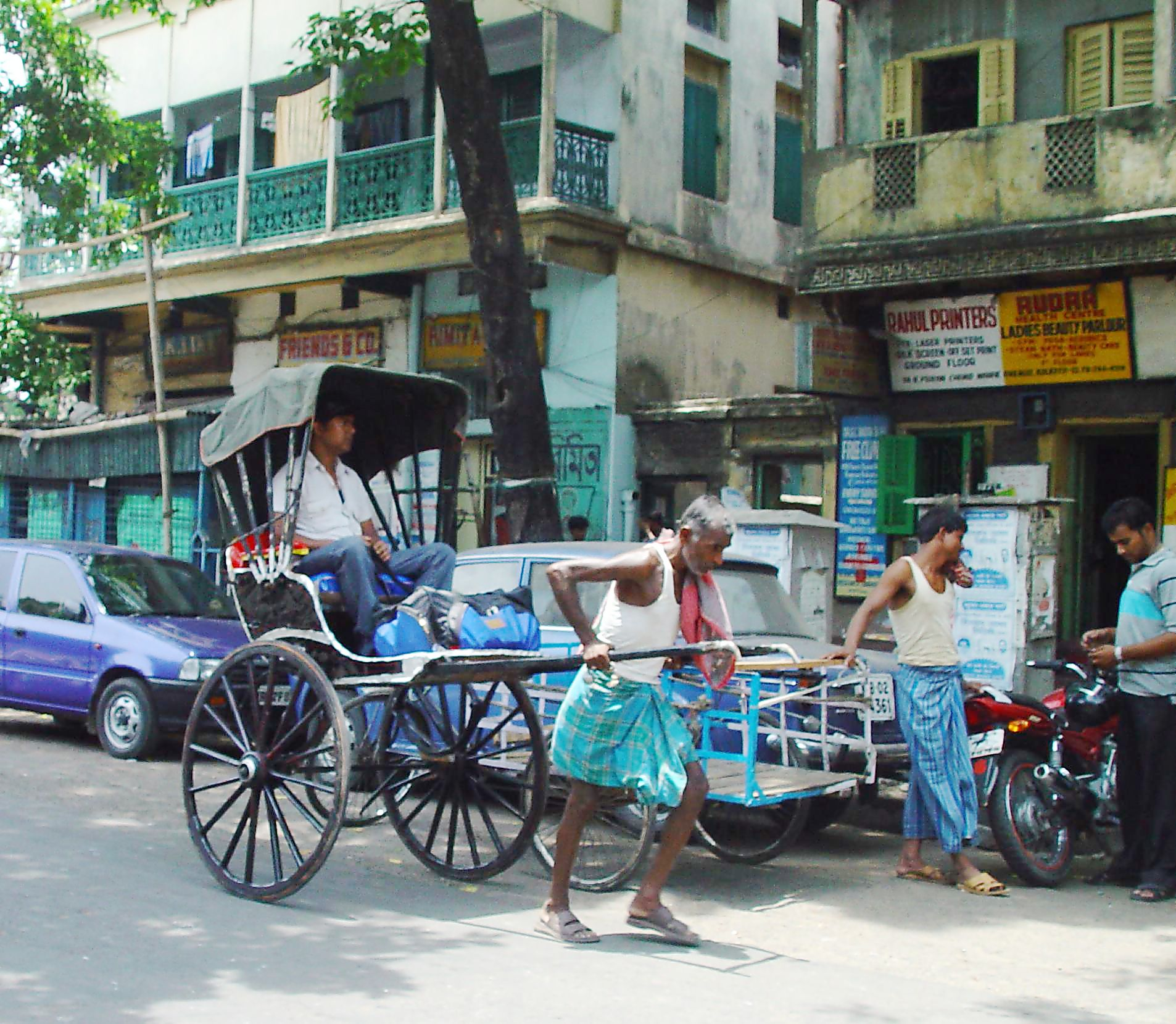 http://upload.wikimedia.org/wikipedia/commons/7/7e/Calcutta_rickshaw.jpg