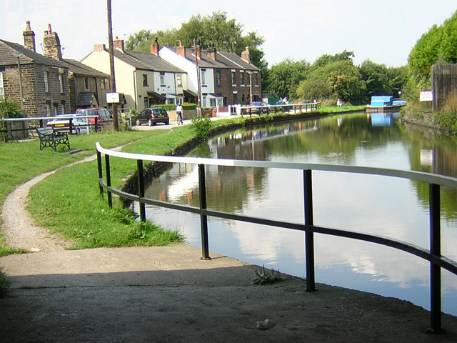 Canal Cottages, Appley Bridge - geograph.org.uk - 39339