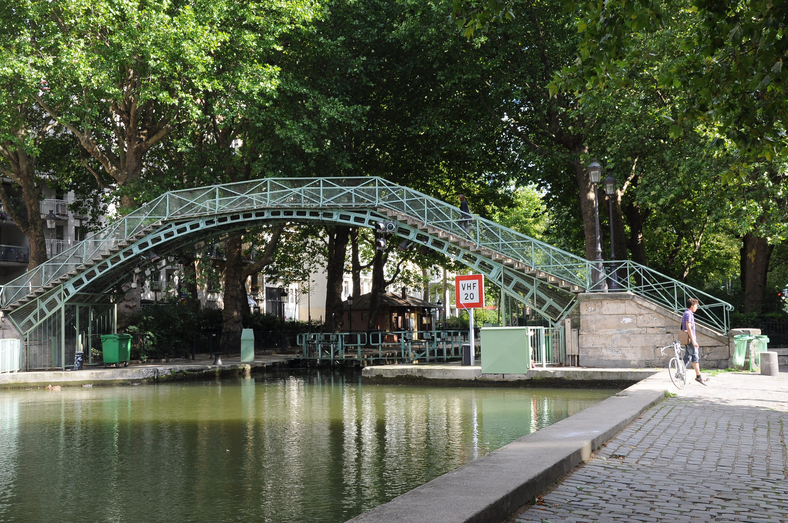 file canal saint martin passerelle des douanes 003 jpg wikimedia commons. Black Bedroom Furniture Sets. Home Design Ideas