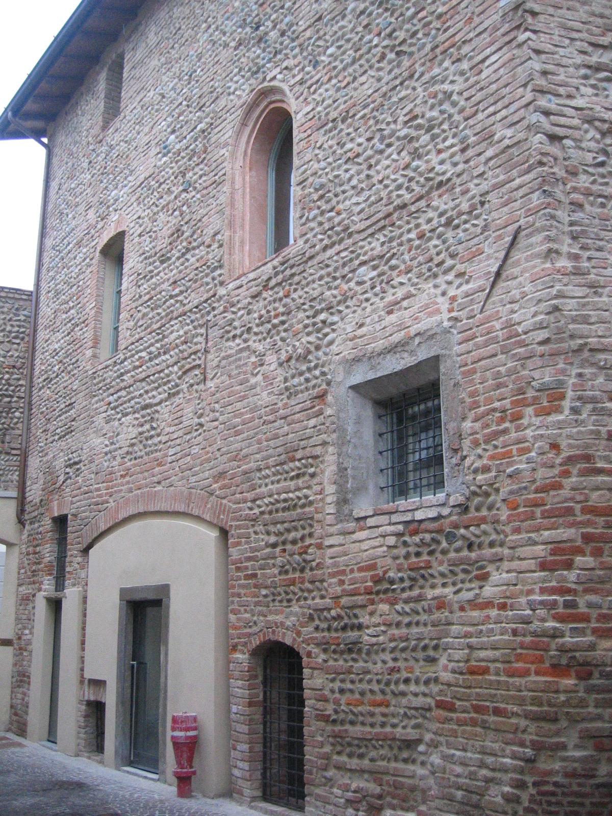 File casa wikimedia commons for Casa revival gotica